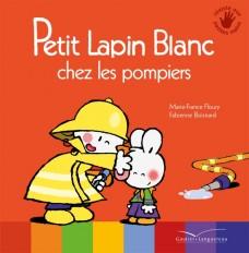 Petit Lapin Blanc chez les pompiers