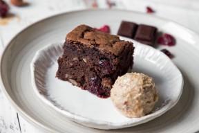 Cubes de brownie et sundae caramel : la recette de dessert qui nous fait du bien