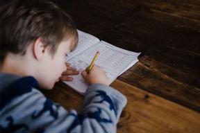 L'école à la maison : notre sélection de livres pour les enfants, de la maternelle au bac