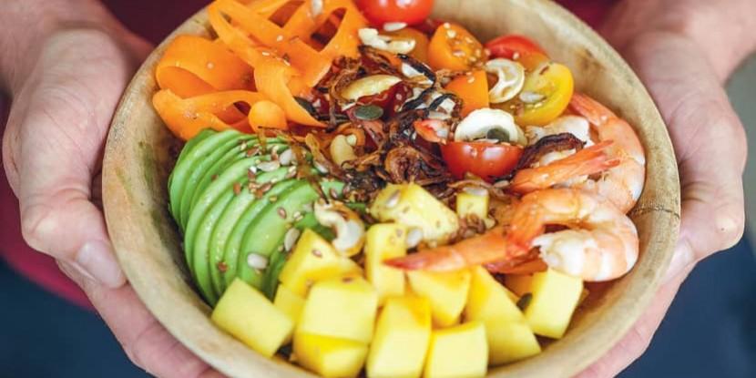 Poke bowl exotique aux crevettes : la recette healthy de Thibault Geoffray